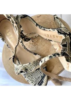 Sandalen auf einem Pfosten...
